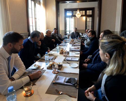 EL EMATUR, JUNTO A MIEMBROS DE LA AHT Y HOTELES PLATENSES SE REUNIERON CON DIPUTADOS PROVINCIALES